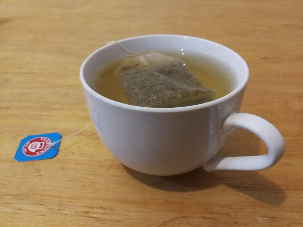 noncaf-chamomile-tea08