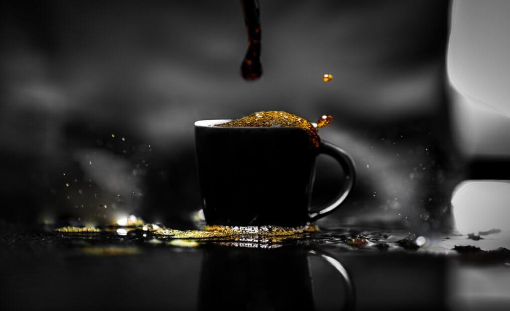 新鮮なコーヒーが落ちる画像